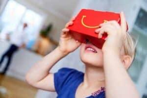 Virtual Reality-happy-goggles-2016