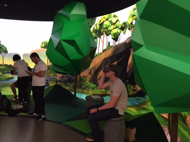 People trying out Google Daydream View at the pop-up store in Soho