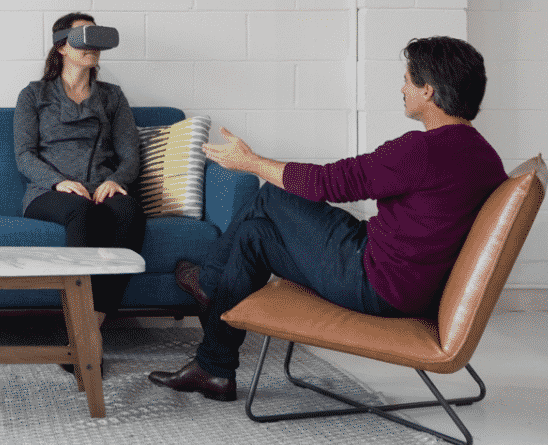 A therapist using Virtual Reality Exposure Therapy