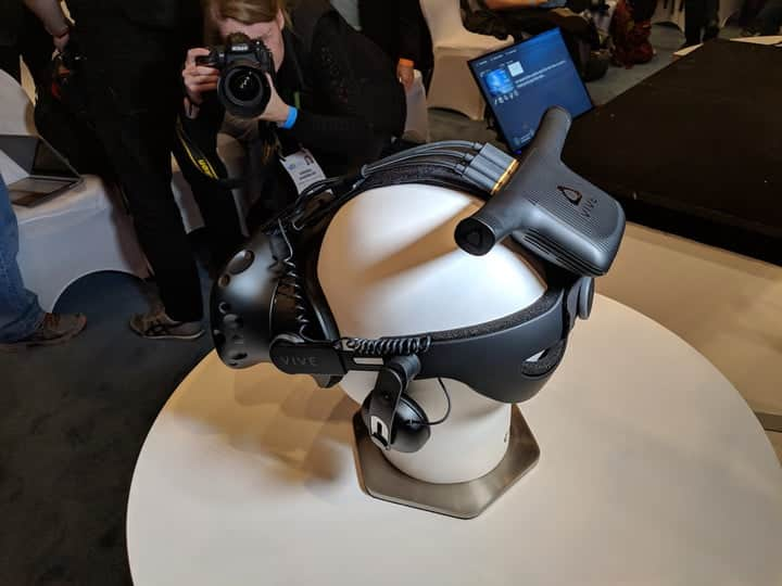 Vive Wireless Adapter with the new HTC Vive Pro VR headset