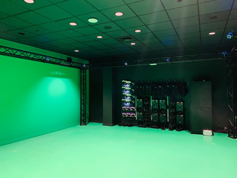 Sandbox VR space - nothing more than a green room with advanced technology.