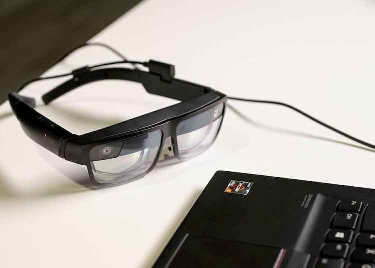 Lenovo's new AR Glasses arrive at CES 2021.
